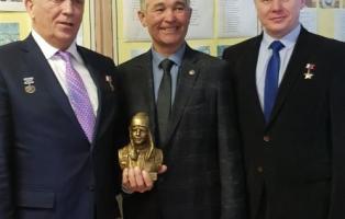 Работами мастеров из Челябинской области отметили 85-летие Юрия Гагарина