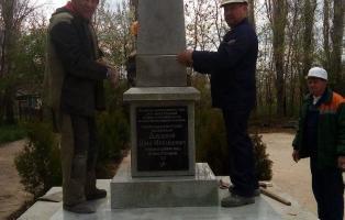 Обелиск в память о подвиге Героя установлен в центре села Суворово