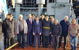 Экипаж подшефного корабля поздравили шефы из Челябинской области