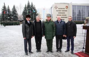 Старейшая военно-шефская организация поздравила казанских танкистов с юбилеем.