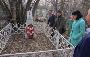 Проходит подготовка памятников и мемориальных мест ко Дню Победы