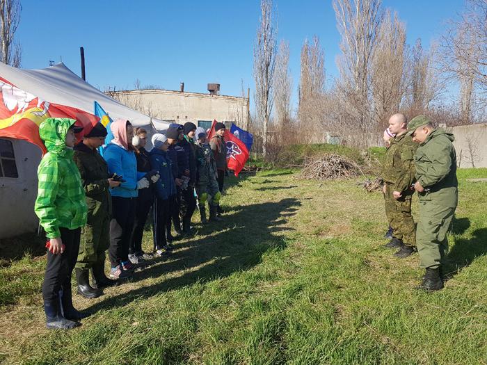 Инструктаж перед каждым полевым выходом проводит руководитель поиска А.Е.Зязев