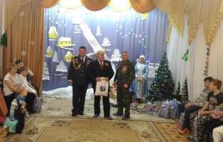 Активисты военно-шефской работы поздравили детей-сирот